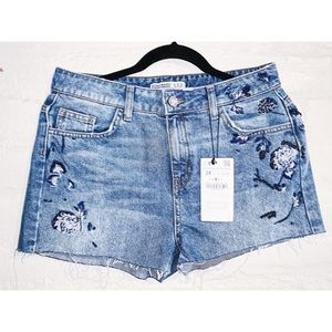 Zara    High Waisted Embroidered Jeans Shorts
